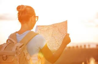 Viatges, noia, mapa, posta de sol
