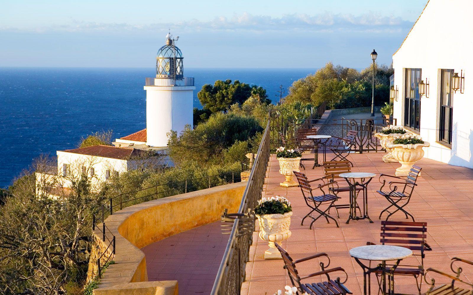 Terrasses amb vistes a Girona i la Costa Brava