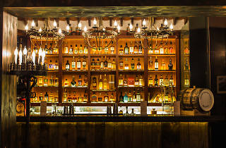 the best whisky bars in hong kong. Black Bedroom Furniture Sets. Home Design Ideas