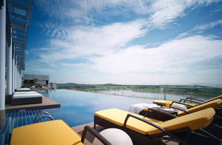 Hotel Jen pool