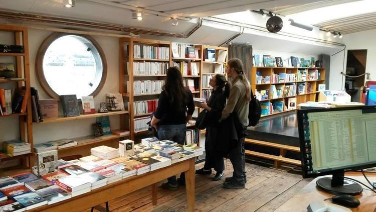 Une péniche-librairie