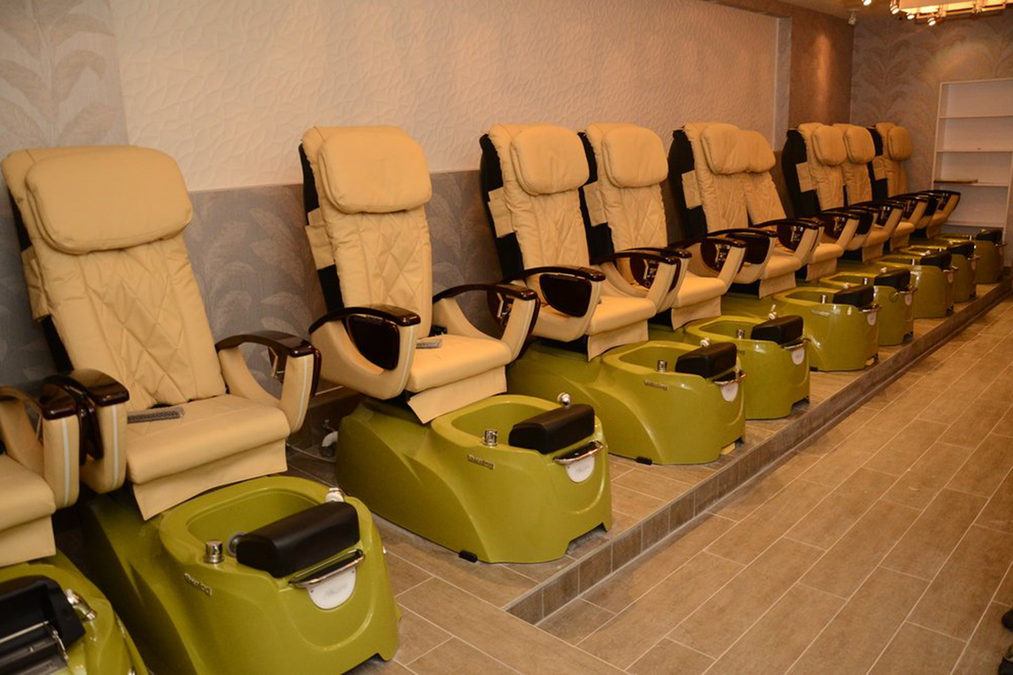 Best cheap nail salons in nyc for stylish mani pedis on a for A lenox nail skin care salon