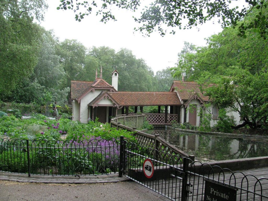 Duck Island Cottage, St James's Park