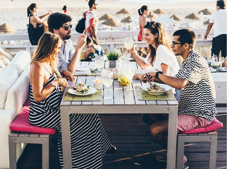 Os melhores restaurantes de praia perto de Lisboa