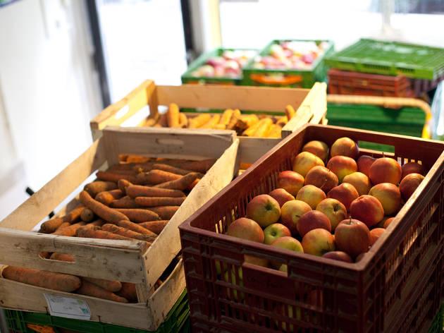 Les halles alimentaires à Paris, des produits bio et locaux à petits prix
