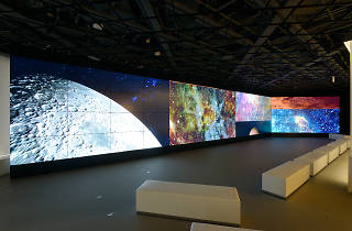 カイブツ《PIECE OF UNIVERSE》「METoA VISION」(64面液晶マルチディスプレイ)