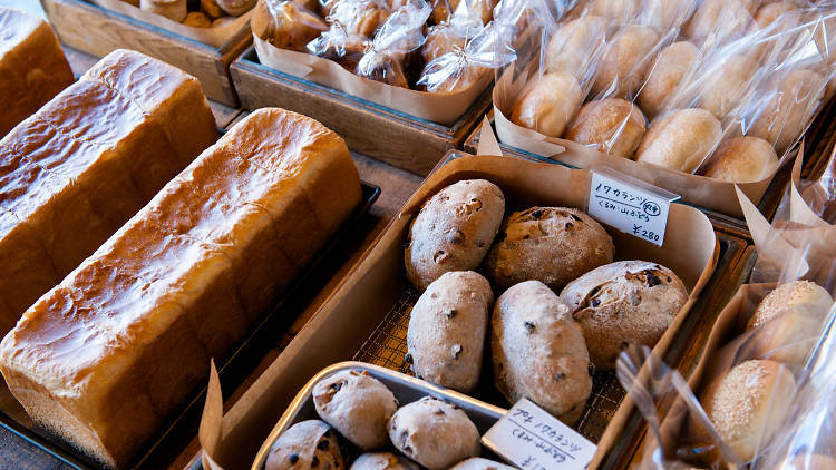 角食パンに行列する。