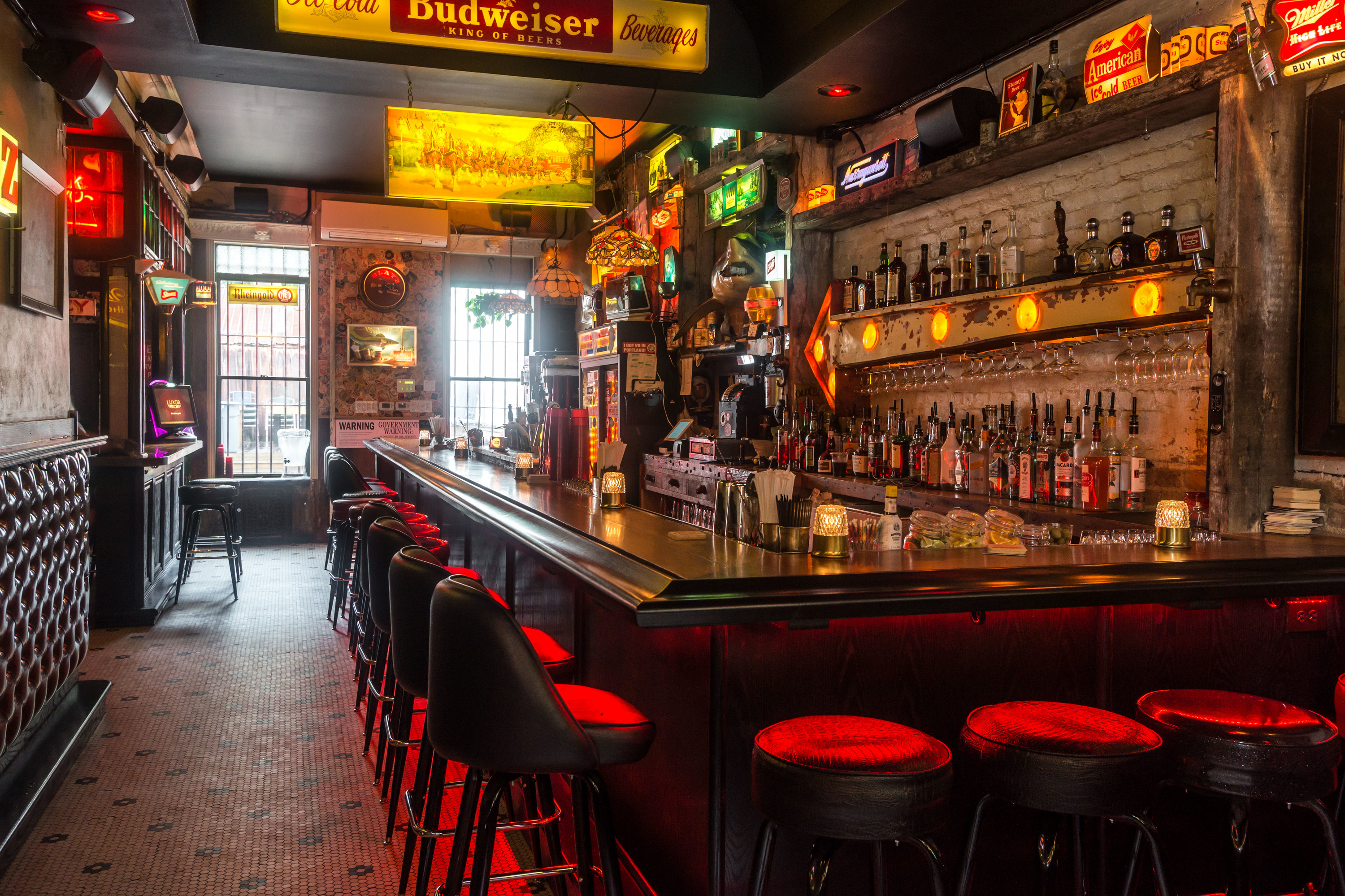 Michelin rated do or dine is now a grungy bed stuy dive bar for Bar dive