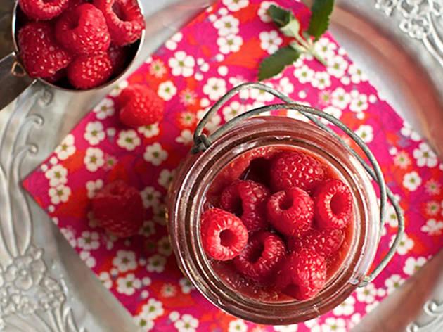 Raspberry applesauce