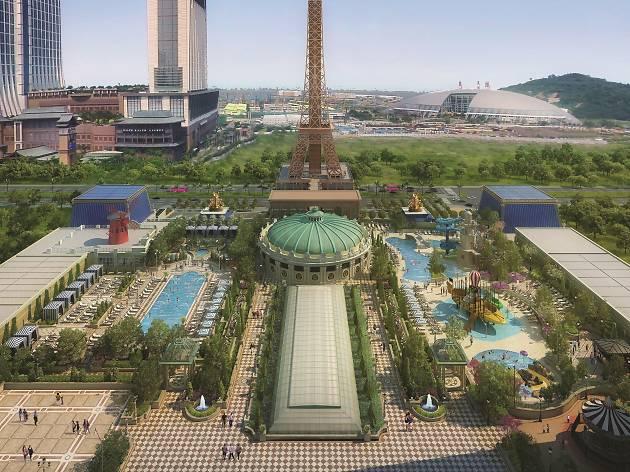 The Parisian Macao - outdoor pool deck