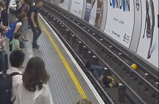 Hero of the week: this guy jumped on the tube tracks to save a man's life