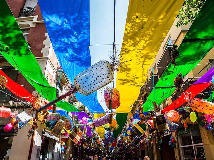 Per què tants carrers de Gràcia estan partits ens dos noms diferents, si són un sol carrer?
