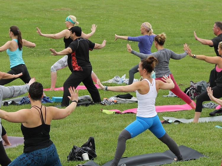 Experimente uma aula de yoga