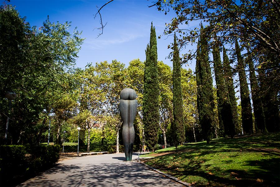 El cul (A Santiago Roldán), d'Eduardo Úrculo, al parc de Carles I