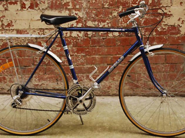 Explore the city on vintage bikes