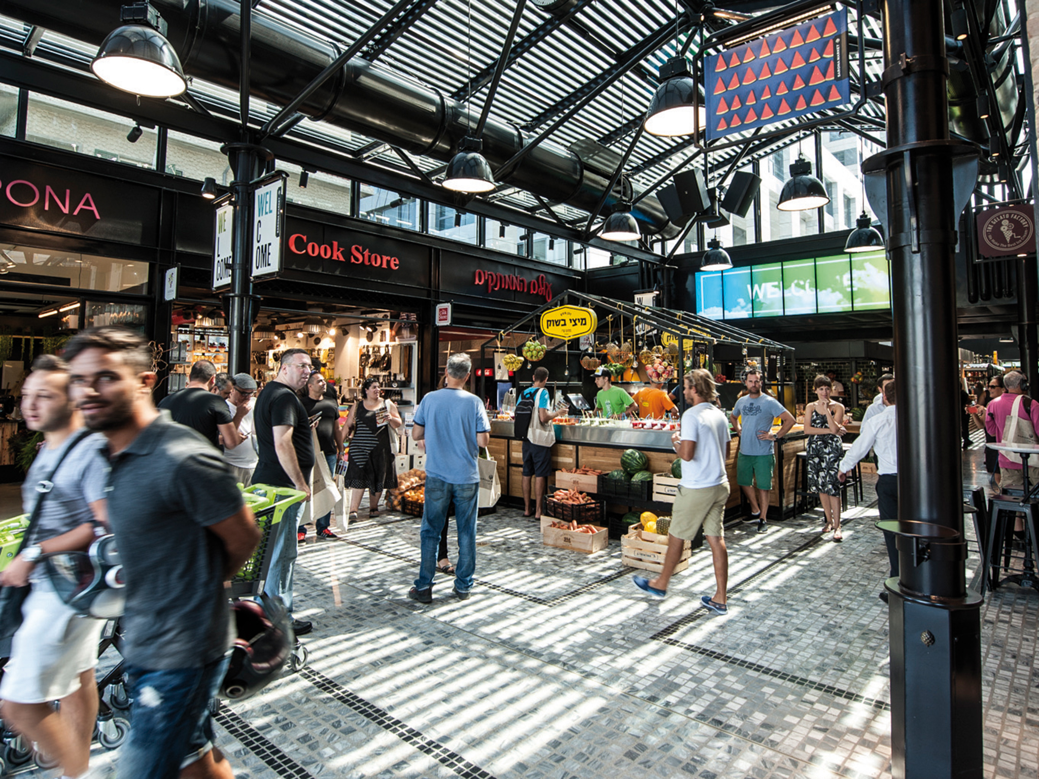 Dutch Square Mall >> The busiest Israeli markets - from Shuk HaCarmel to Mahane ...