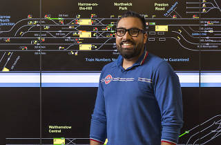 Tube traffic controller