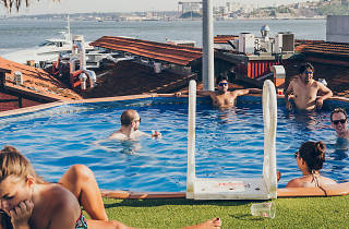 Piscina do Sunset Destination Hostel