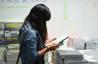 Venta de verano Arquine con descuentos en libros y firmas de libros