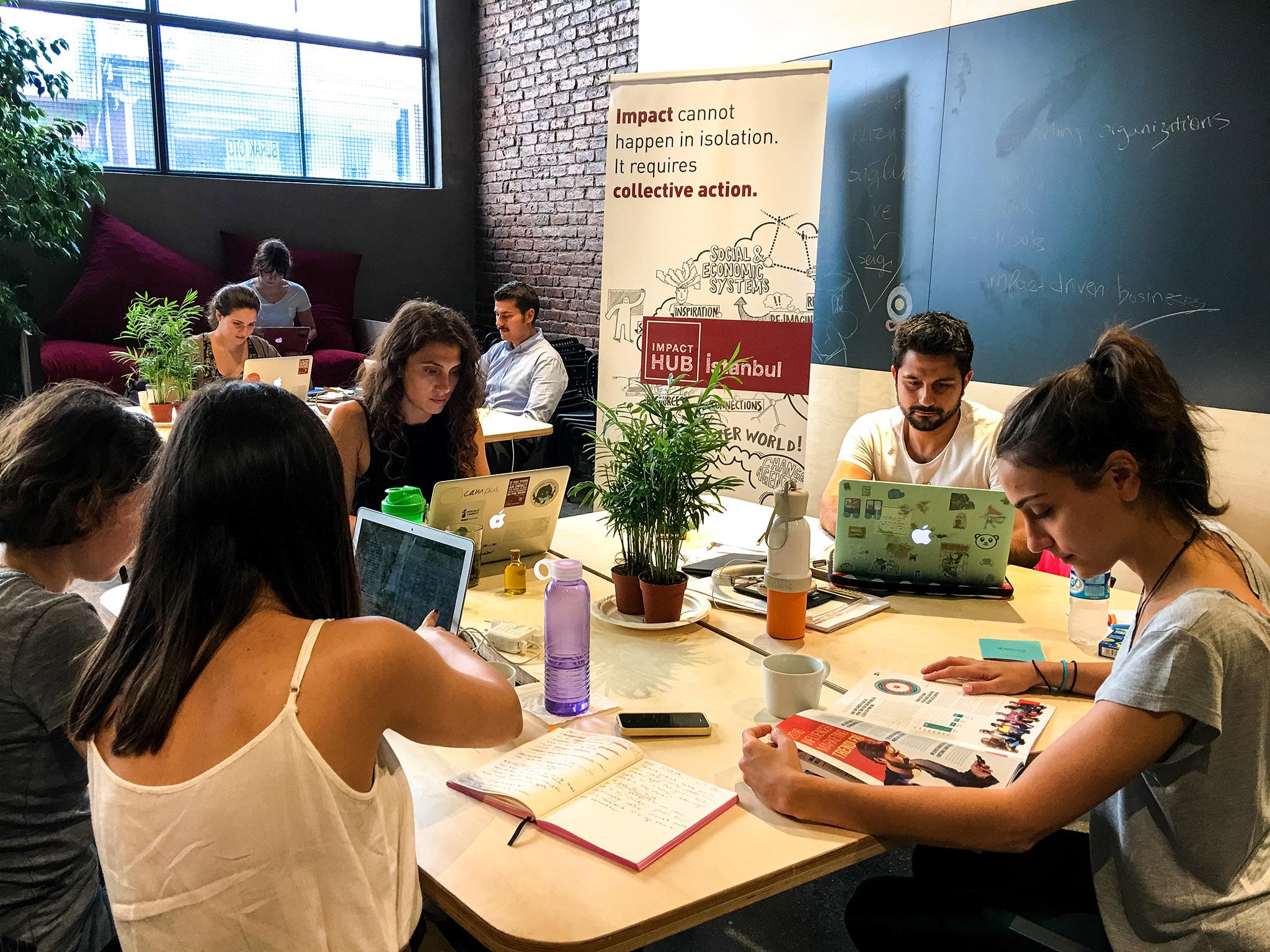 Impact Hub İstanbul'da çalışanlar