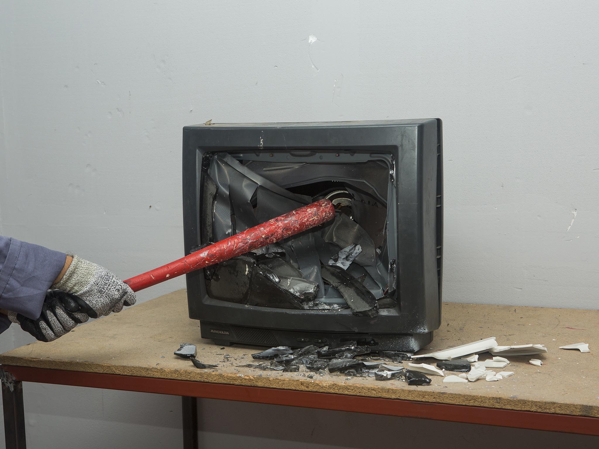Deşarj Odası'ndaki eşyaları parçalamak serbest