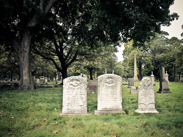 Kickstart Halloween with a seriously spooky 5K through Rosehill Cemetery