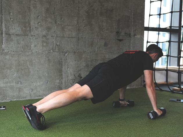 Dumbbell push-ups (20 reps)