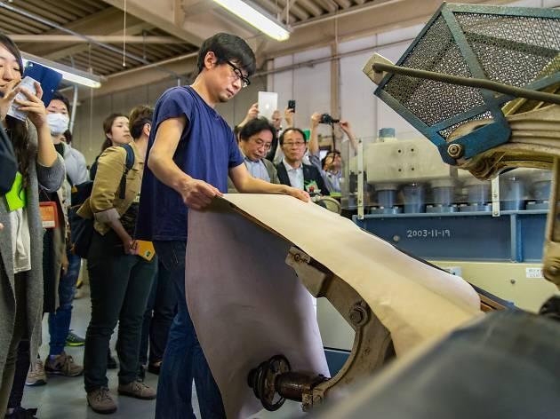 ツアー風景:革工場見学