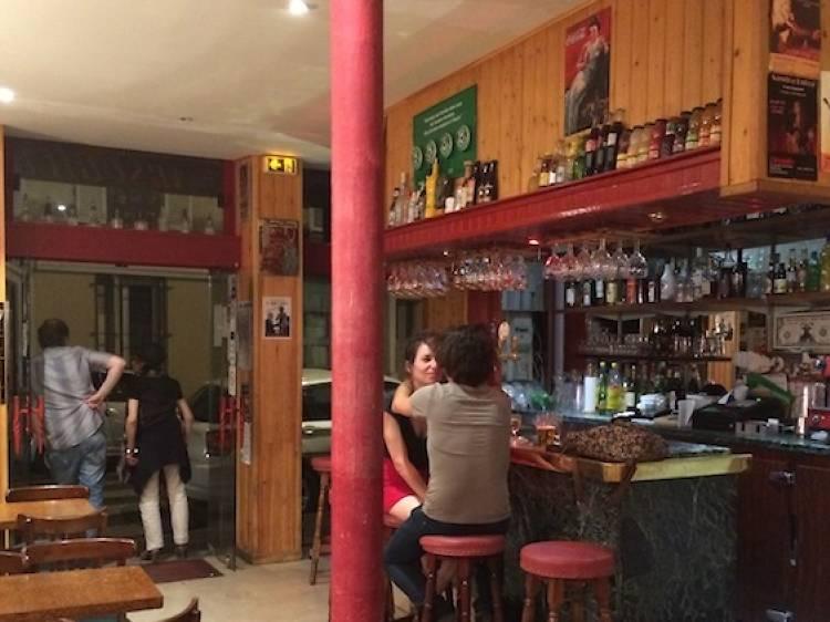 Bar de quartier, jukebox et flipper • L'Arsouille