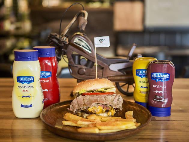 Daily Dana burgeri ve Hellmann's sosları