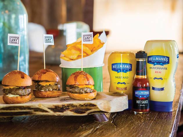 Any'nin mini burgerleri ve Hellmann's sosları