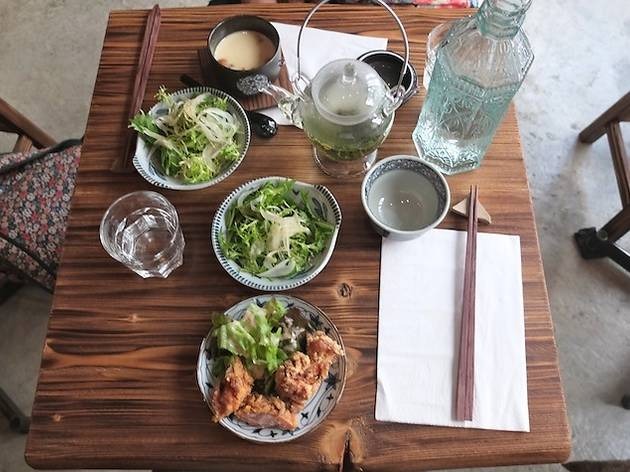 Abri soba restaurants in faubourg montmartre paris for Restaurant abri paris