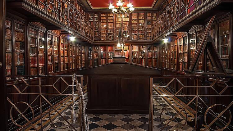 Biblioteca Pública Arús