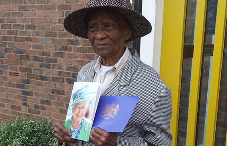 A crowdfunding campaign has raised nearly £1,000 for a 100-year-old woman who was mugged in Tottenham