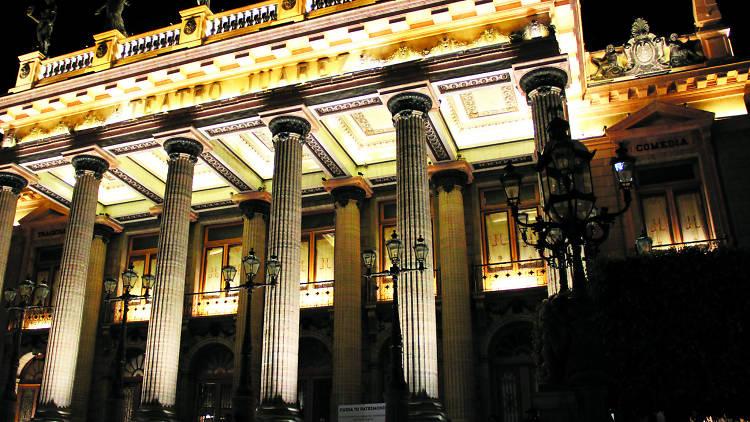 Teatro Juárez-Tumba del Quijote