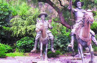 Estatua de Don Quijote y Sancho Panza