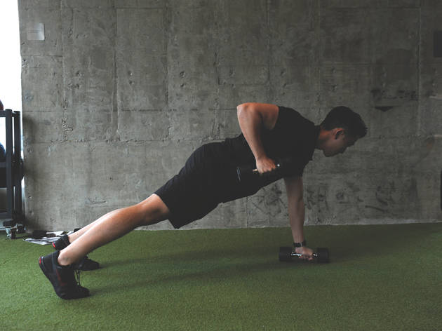 Plank rows with dumbbells (20 reps)
