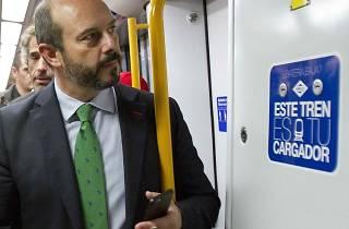 Podremos cargar el móvil en todas las estaciones de Metro