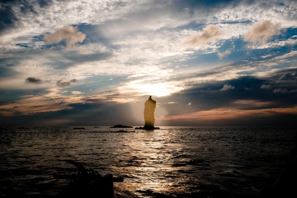 海上から最高の夕日を眺める。