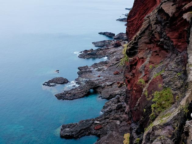 断崖絶壁に立つ。