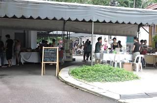 Farmers' Market (Loewen Gardens)