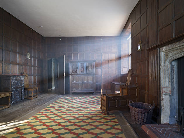 See squatter art in a Tudor Mansion