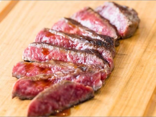 東京大阪食肉市場直送 肉焼屋D-29】 ■近江姫和牛ステーキ2種類食べ比べ 2,400円(税込)