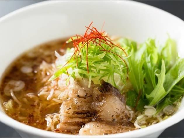 麺劇場 玄瑛】 ■海老薫醤油ラーメン/XO醤イベリコ豚醤油ラーメン 900円