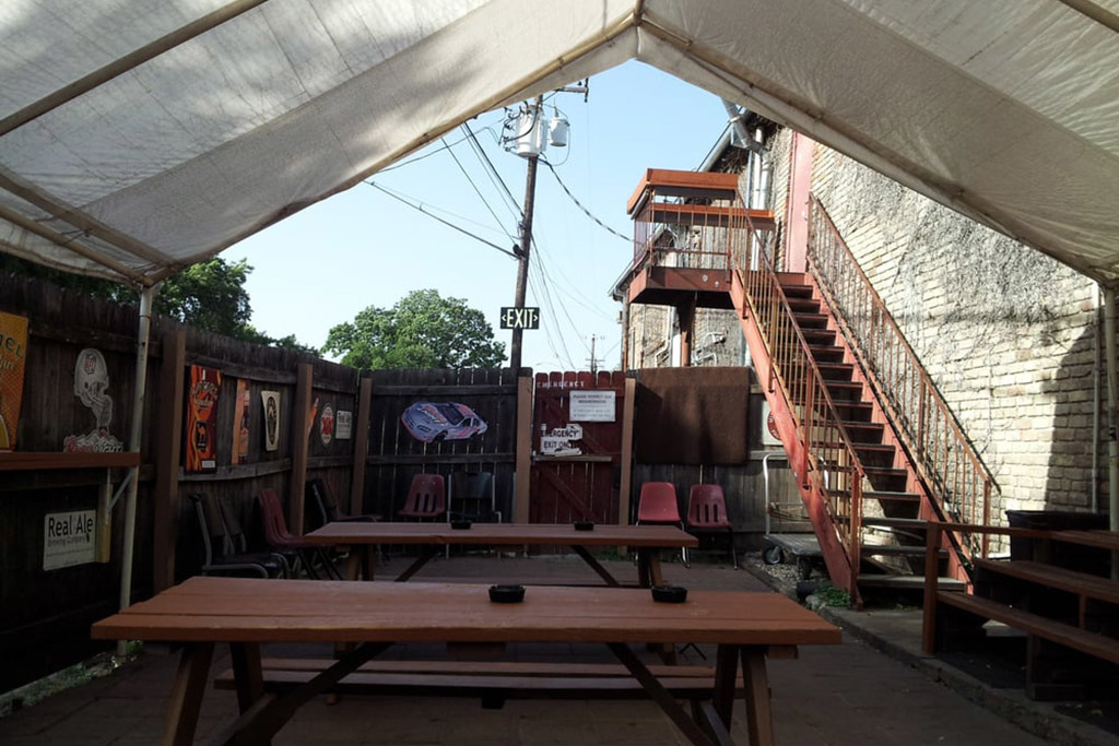 The 15 Best Dive Bars in Austin for Cheap Drinks