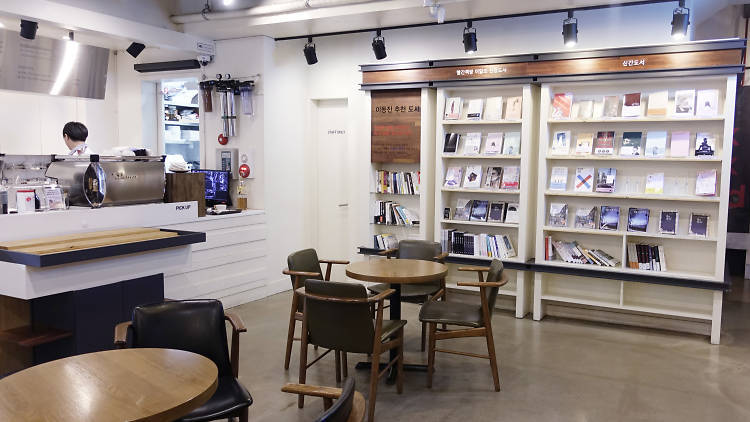 Book cafés run by publishers