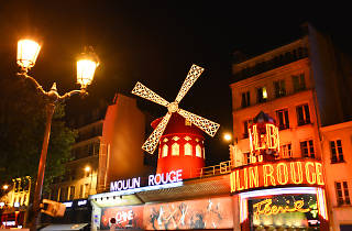 Moulin Rouge facade nuit