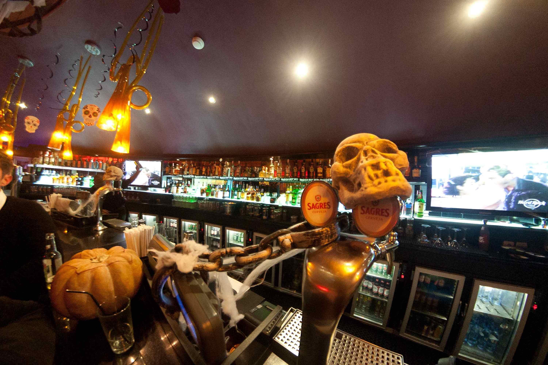 Hard Rock Café: Mexer o esqueleto