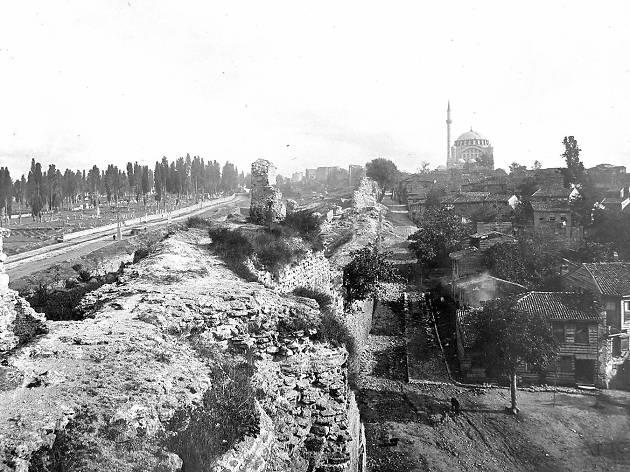 Çeperde, İstanbul Kara Surları