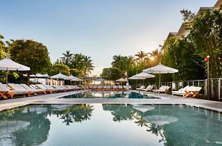 Miami Nautilus South Beach pool